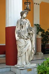 Achilleion Melpomene 166x250 Der Mandant und die Schutzgöttin