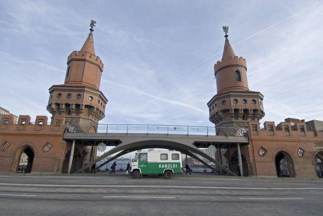 Die Kanzlei-Wanne auf der Oberbaumbrücke